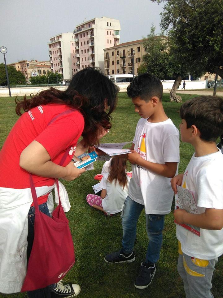 """Piazza Danisinni e il quartiere Zisa """"illuminati"""" con Save the Children"""